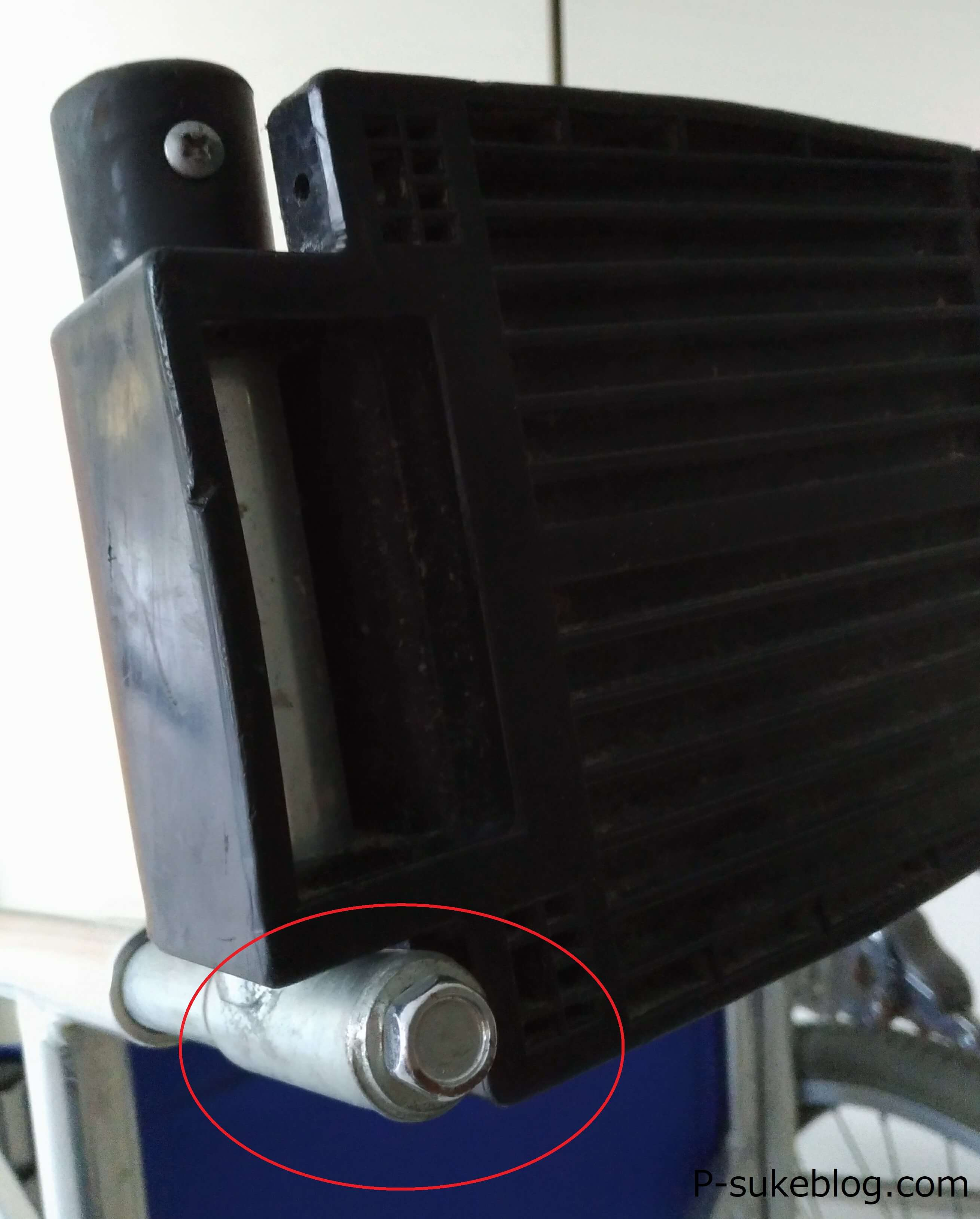 車椅子 フットサポート調整 ボルト
